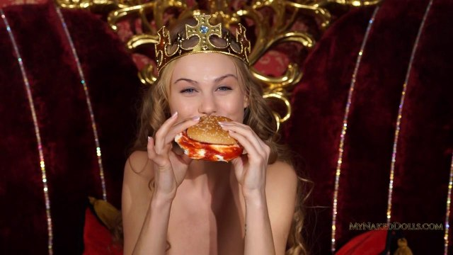 Королевская мастурбация гладкой киски блондинки в чулках #2