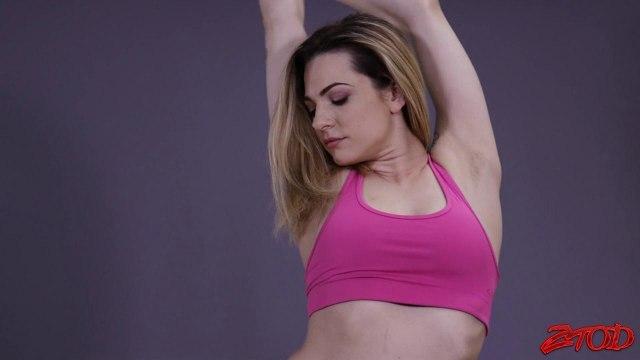 Девка упражняется на огромном члене негра вместо фитнес-тренировки #1