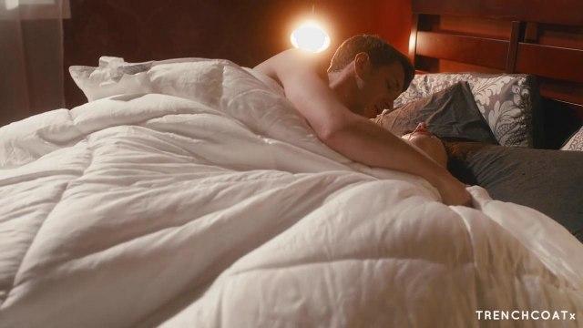 Жесткий секс раком с подружкой в уютной постели #9