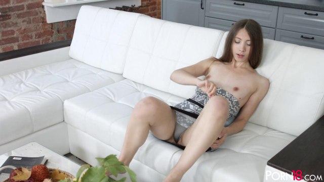 Соло мастурбация гладкой пилотки длинноволосой телки #3