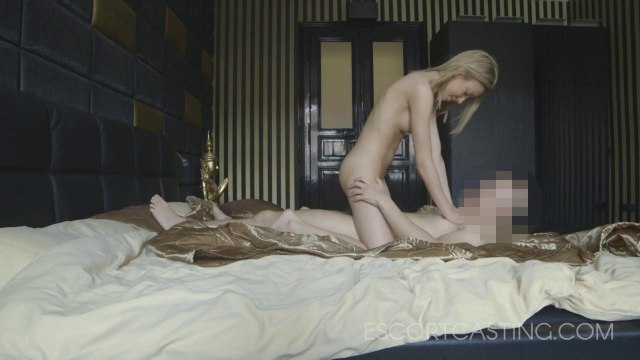 Мужик снял шлюшку и отымел ее в спальне со скрытой камерой #3