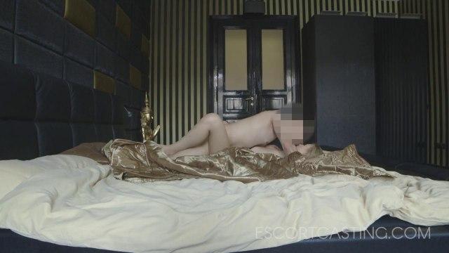 Мужик снял шлюшку и отымел ее в спальне со скрытой камерой #4