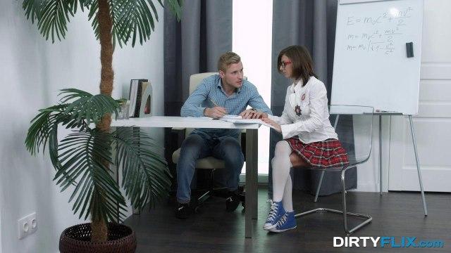 Однокурссники решили трахнуться на столе и забыли об учебе #1