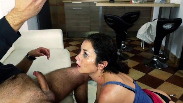 Мужик трахнул брюнетку жестко в рот и угостил спермой #9