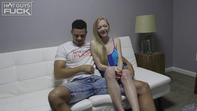 Молодая девушка отдалась бойфренду на белом диване #1