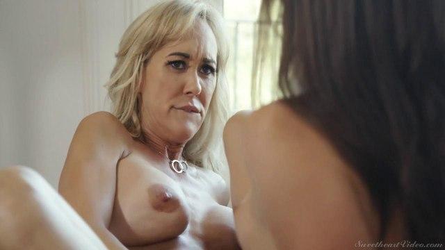 Зрелая лесбиянка стонет от оральных ласк молодой красотки #5
