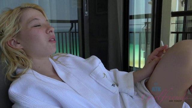 Блондинка получила сперму в свою розовую дырочку #1