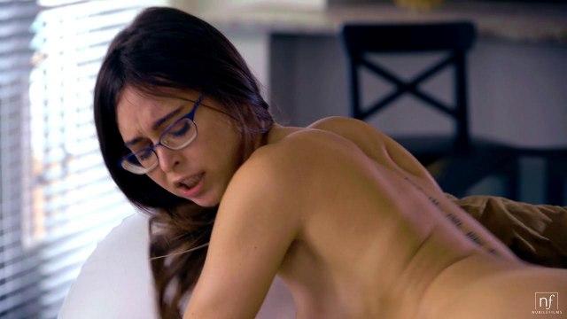 Скромная девица в очках была в восторге от секса #7