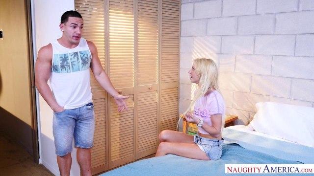 Блондинка в кедах оседлала член нового соседа #2