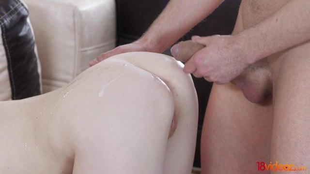 Нежный секс молодой студенческой пары на диване #9