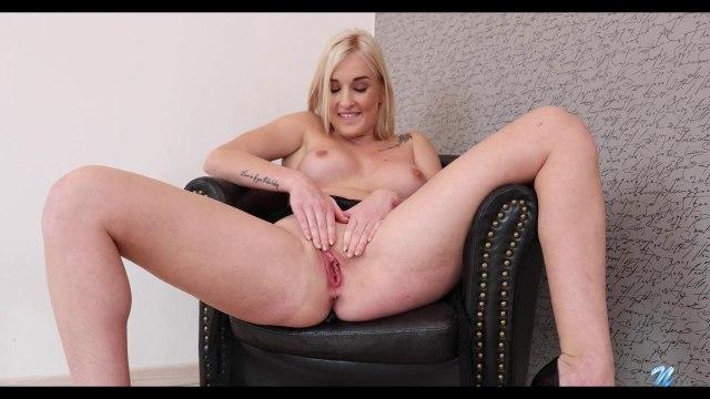 Шикарная соло-мастурбация блондинки с резиновым членом #4