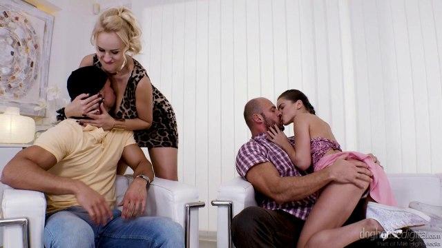 Жаркий групповой секс с горячими и сексуальными красотками #1