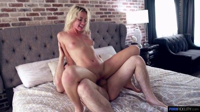Блондинка сама нарвалась на жесткий секс и получила удовольствие #5