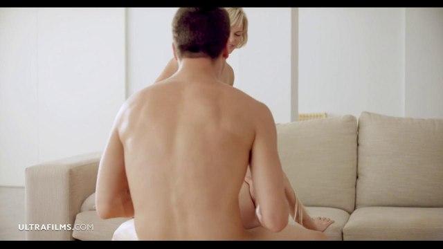 Парень помирил подружек, устроив с ними секс втроем #5
