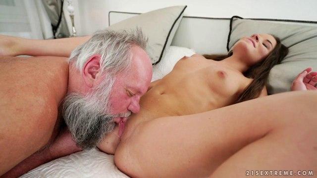 Старик умеет делать куннилингус и все еще не плохо трахается #2