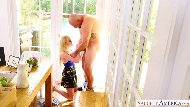 Блондинка сосет член лысого бойфренда и скачет на его стволе #3