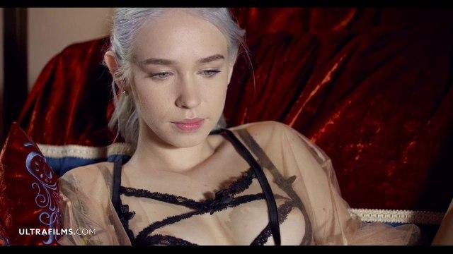 Соло мастурбация симпатичной блондинки с яркой татуировкой #1