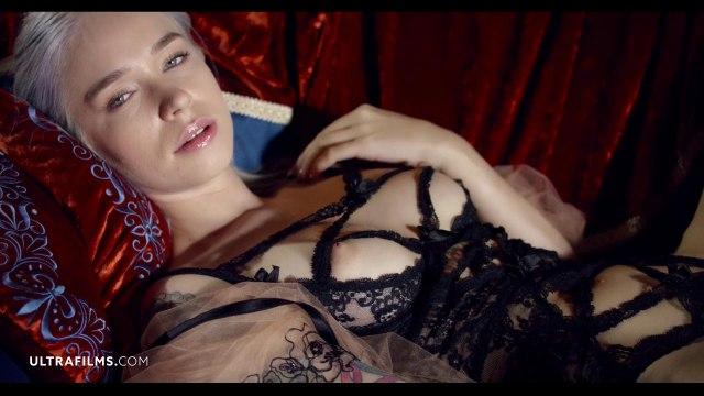 Соло мастурбация симпатичной блондинки с яркой татуировкой #3