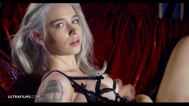 Соло мастурбация симпатичной блондинки с яркой татуировкой #6
