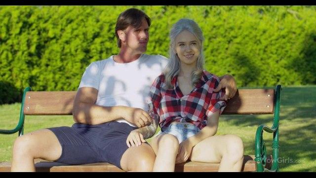 Секс втроем в стиле ЖМЖ парень устроил с подругой прямо в парке #1