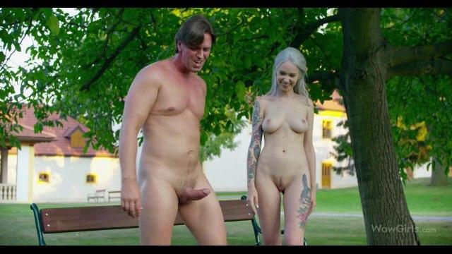 Секс втроем в стиле ЖМЖ парень устроил с подругой прямо в парке #9