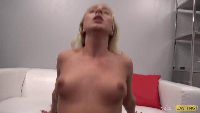 Блондинка отсосала член и оседлала стояк агента на порно кастинге #6