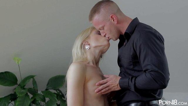 Блондинка кончает от крепкого члена парня после романтического свидания #3