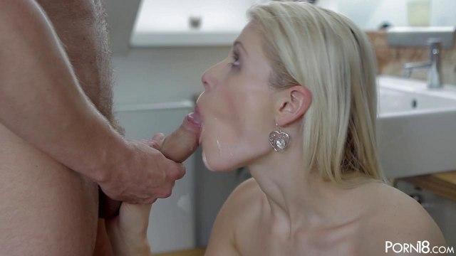 Блондинка кончает от крепкого члена парня после романтического свидания #9
