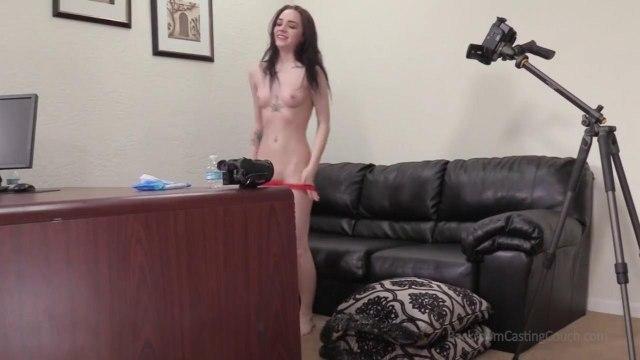 Брюнетка оседлала член порно агента и довела его до экстаза на кастинге #9