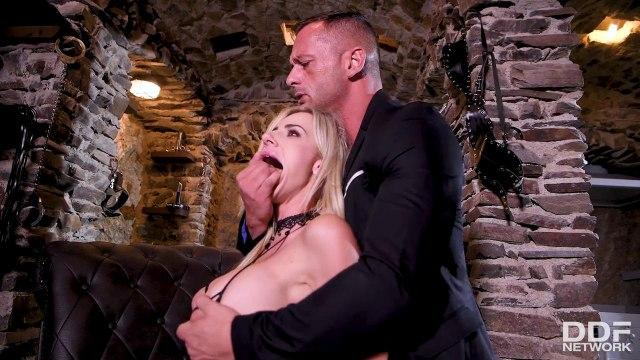 Грубый анальный секс и глубокая глотка с сисястой блондинкой на каблуках #2
