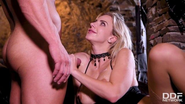 Грубый анальный секс и глубокая глотка с сисястой блондинкой на каблуках #9