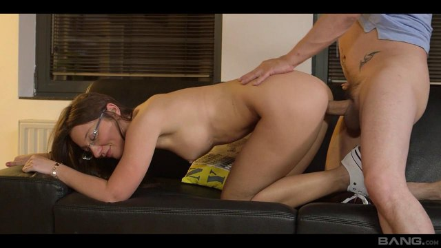Сводные брат с сестрой устроили жаркий секс в разных позах на кожаном диване #7