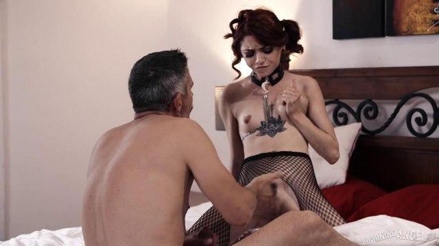 Худую телку посадили на цепь, чтобы подарить ей грубый секс с удушением #5