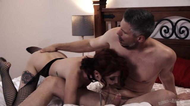 Худую телку посадили на цепь, чтобы подарить ей грубый секс с удушением #6