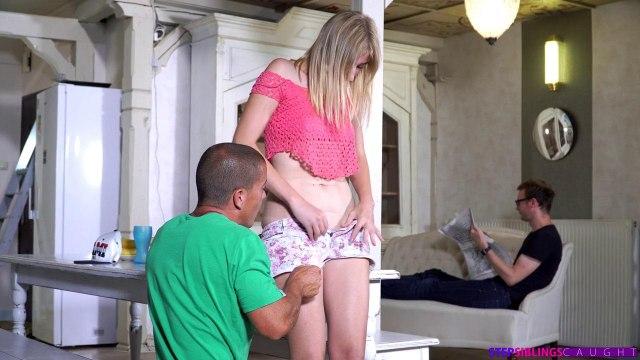 Изменила бойфренду со своим сводным братом, трахнувшись на столе в киску #2