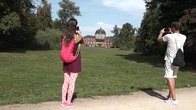Влюбленная парочка трахается на природе, устроив жаркий секс-пикник на траве #1