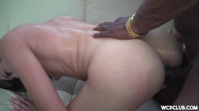 Отсосала негру после жаркого секса и попробовала его густую сперму на вкус #5