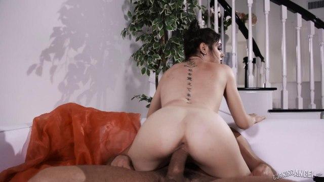 Здоровый мужик устроил жесткий секс в стиле БДСМ с похотливой подружкой в чулках #4