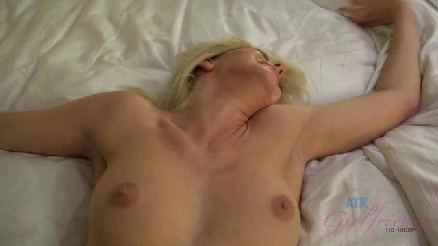 Член в сочной киске блондинки крупным планом и яркий оргазм цыпочки #8