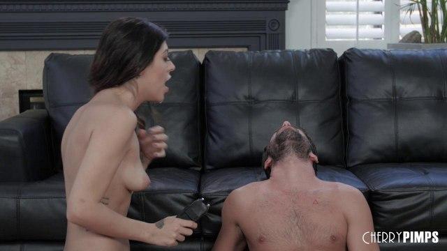 Парень жестко трахает девку в глотку и в ее возбужденную мокрую пиздень #9