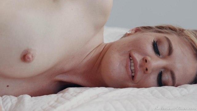 Лесбиянки мастурбируют свои киски и анальные дырочки ради общего удовольствия #6