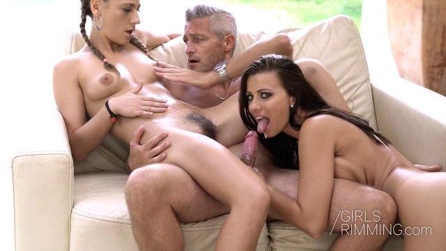 Зрелый мужик устроил секс втроем с молодыми сестрами на свежем воздухе #9