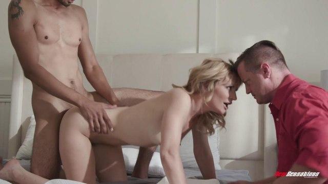 Муж наблюдает со стороны за жарким сексом своей сексуальной жены и какого-то парня #4