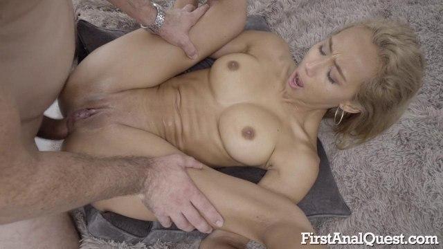 Блондинка с тощей задницей стонет от своего первого анального секса #8