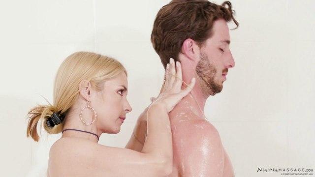 Парень трахнул раком блондинку в масле после эротического массажа #3