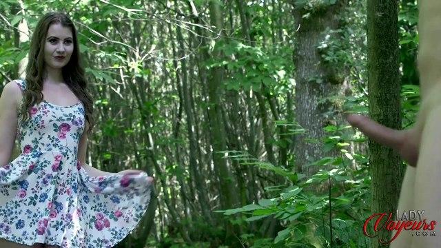 Красавица застукала соседа в лесу за мастурбацией пениса #4