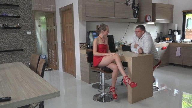 Староватый полный мужик на столе отымел в писю девку в красном платье и туфлях #1