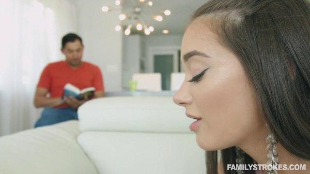 Девушка получила от отца мужа длинную елду в глубокий мягкий рот #1