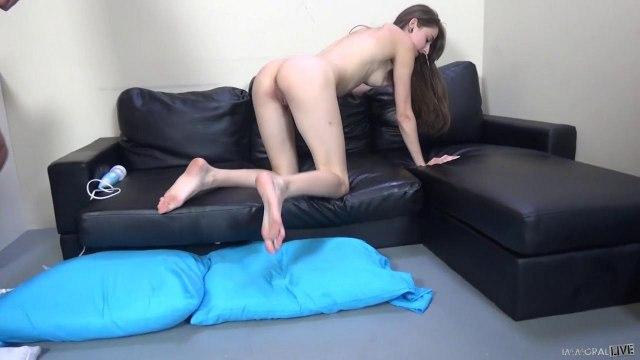 Начальник грубо пихнул елду в презервативе в вагину ассистентки #5