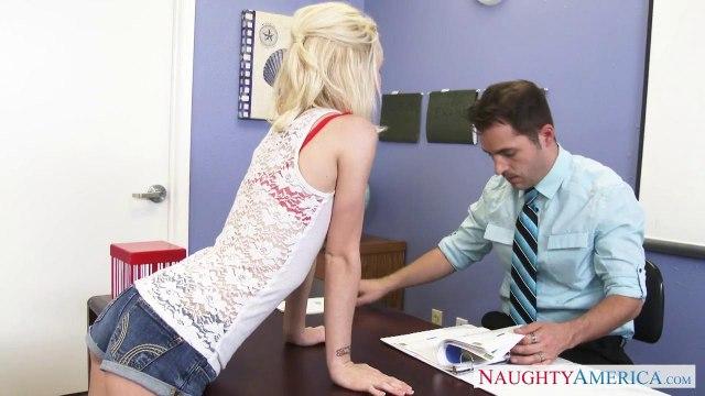 Учитель на работе трахает без преза худенькую студентку со светлыми волосами #1